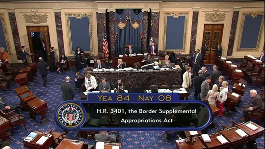 Câmara dos EUA cede e aprova projeto para ajuda na fronteira