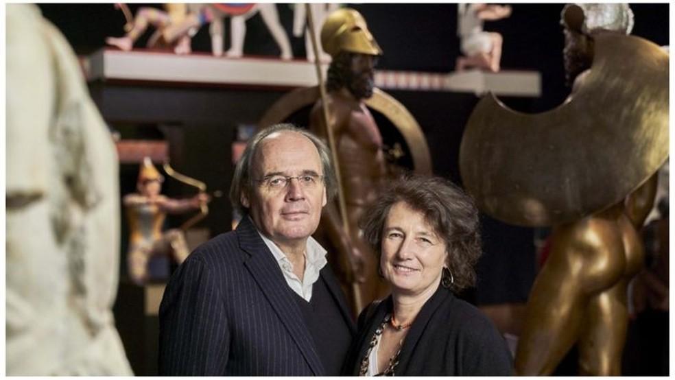 Vinzenz Brinkmann e sua esposa Ulrike Koch Brinkmann, reconstruíram mais de 60 estátuas — Foto: LIEBIGHAUS SKULPTURENSAMMLUNG