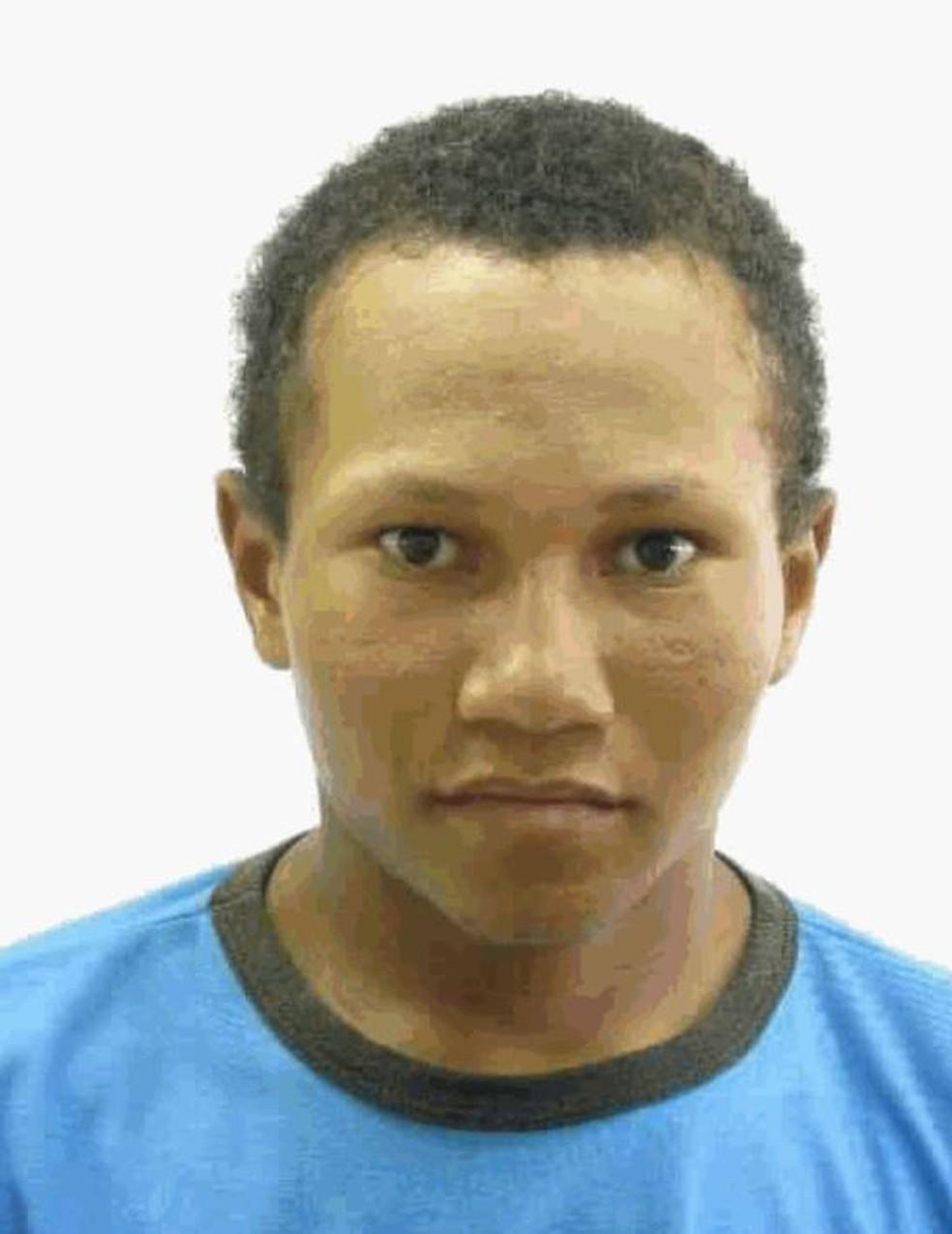 Elison Santos, de 19 anos, foi linchado após ser retirado da delegacia por populares  — Foto: Arquivo pessoal