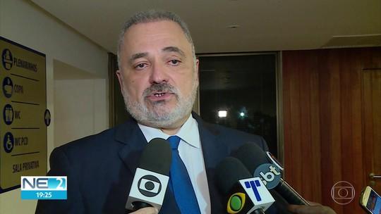 Deputado usa tribuna da Alepe para se defender de acusação de agressão feita pela mulher