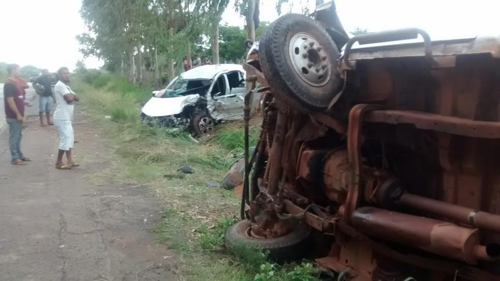 whatsapp image 2018 11 22 at 16.37.55 1  - Acidente entre carro e caminhão 'pau de arara' deixa mortos na BR-222, no Maranhão