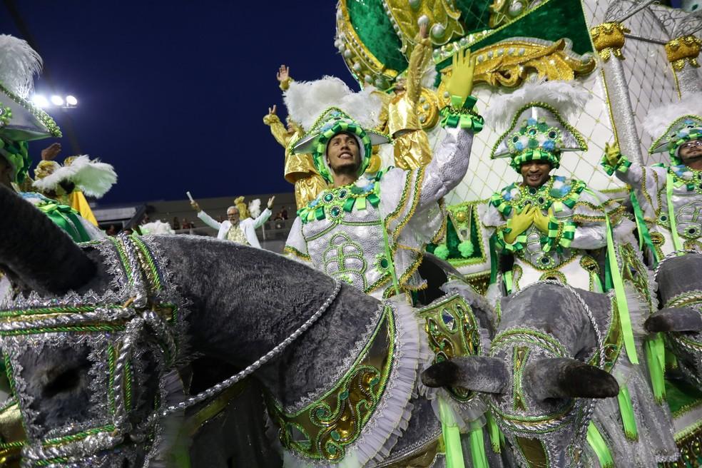 Último carro do desfile da Tom Maior homenageia escola de samba Imperatriz Leopoldinense (Foto: Marcelo Brandt/G1)