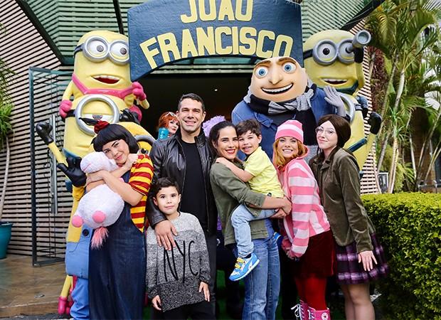 Wanessa Camargo e Marcus Buaiz com os filhos, João Francisco (caçula) e José Marcus (mais velho) (Foto: Manuela Scarpa/Brazil News)