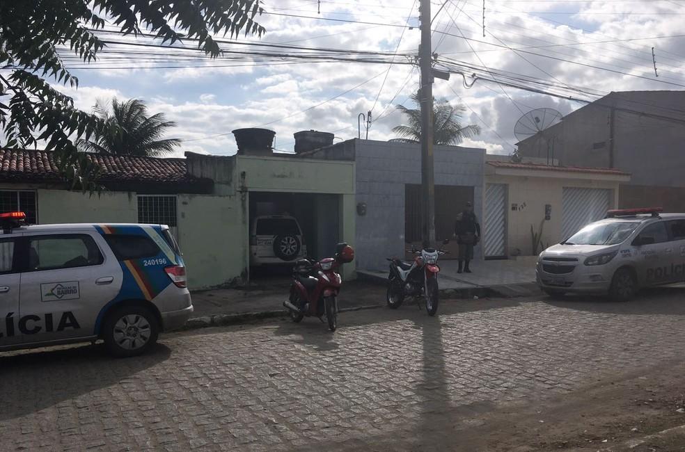 Veículos foram encontrados no bairro Rendeiras (Foto: Ana Rebeca Passos / TV Asa Branca)