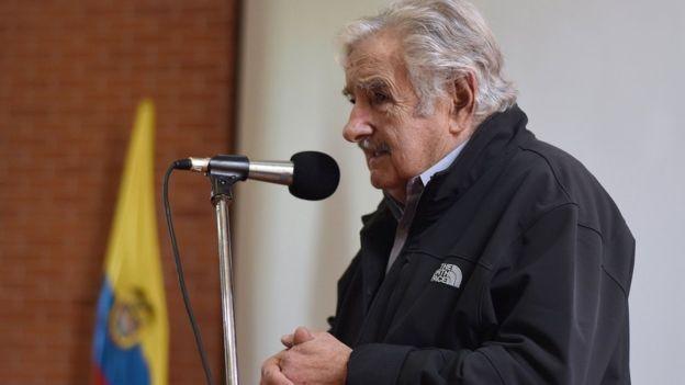 """""""Cada lei é uma negociação à parte. Então, em vez de ser um parlamento, o Congresso (brasileiro) acaba virando uma bolsa de valores"""", afirma Mujica (Foto: EPA via BBC News Brasil)"""