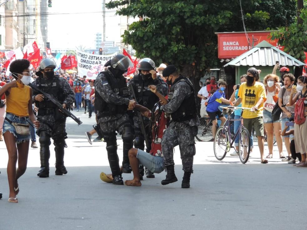 O que acabou com o caráter pacífico da manifestação foi a PM abrindo fogo',  diz advogado ferido com quatro balas de borracha em ato contra Bolsonaro no  Recife | Pernambuco | G1