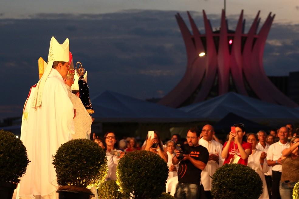 33d548630 ... Missa em homenagem à Nossa Senhora da Conceição Aparecida, padroeira do  Brasil e de Brasília