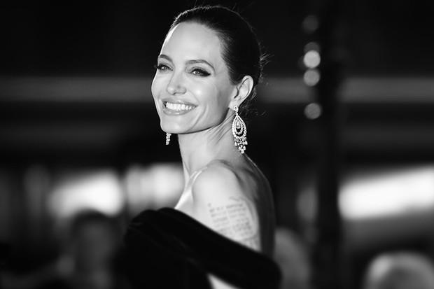 Angelina Jolie já atuou dentro do universo dos quadrinhos em Wanted, adaptação da obra de Mark Millar (Foto: Getty Images / Mike Marsland)