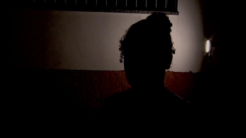 Criminoso usa machadinha para render menina de 12 anos — Foto: Reprodução/ TV Gazeta