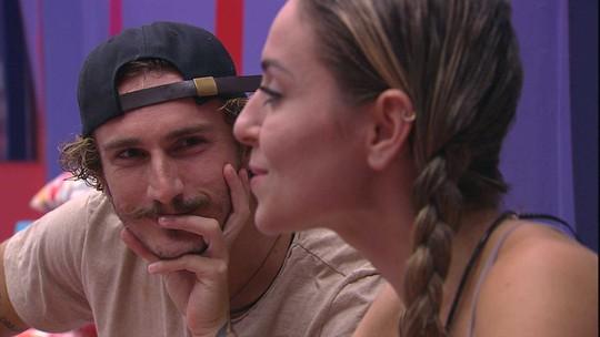 Paula confessa a Alan: 'Eu vi você tomando banho ali... Meu Deus'