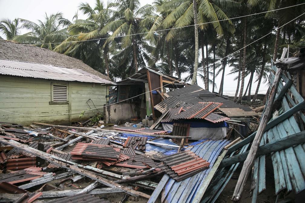Casa destruída após passagem do furacão Irma, em Nagua, na República Dominicana (Foto: Tatiana Fernandez/AP)