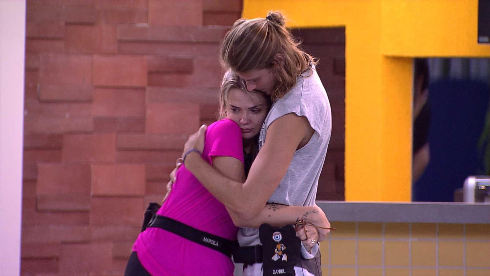 Daniel consola Marcela após a sister ser mandada ao paredão