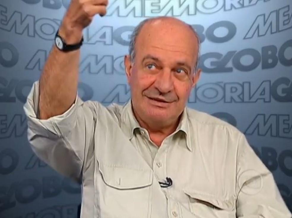 -  Ronan colaborou na supervisão editorial do livro Jornal Nacional 35 anos: a notícia faz história  Foto: Reprodução/Globo