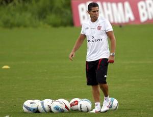 Jorginho repete fórmula e volta a fechar treino em véspera de jogo