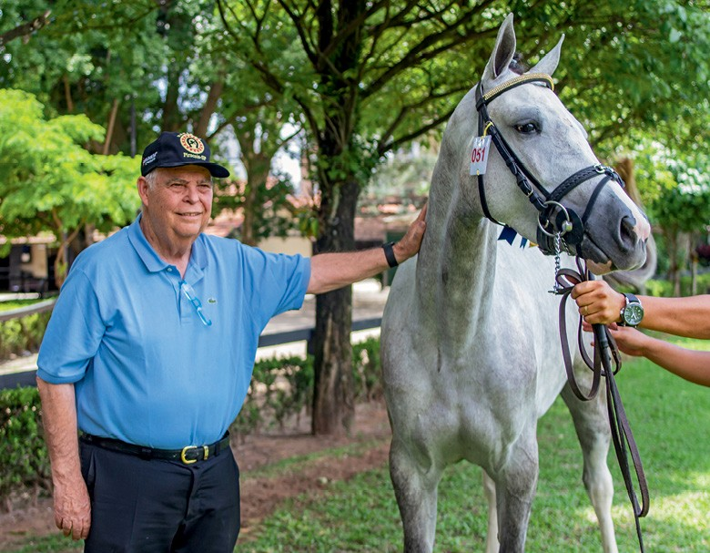 Djalma Rodrigues tem 79 anos de idade e é também um dos mais premiados criadores de cavalo brasileiro de hipismo (BH), raça nascida no país e usada em esportes hípicos como salto e adestramento (Foto: Rogerio Albuquerque)