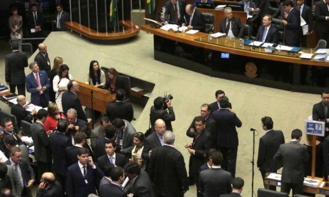 O presidente do Senado, Renan Calheiros, preside sessão do Congresso para analisar vetos da presidente Dilma (Foto: Givaldo Barbosa / O Globo)