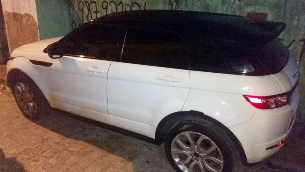 Carro do cantor foi achado com som alto na comunidade Boa Esperança, em João Pessoa (Foto: Capitão Clecitoni Albuquerque/Polícia Militar da Paraíba )