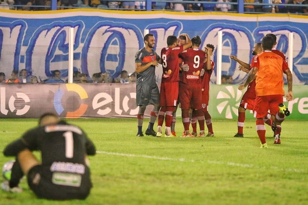 Fora de casa, CRB eliminou o Paysandu da Copa do Brasil — Foto: Fernando Torres
