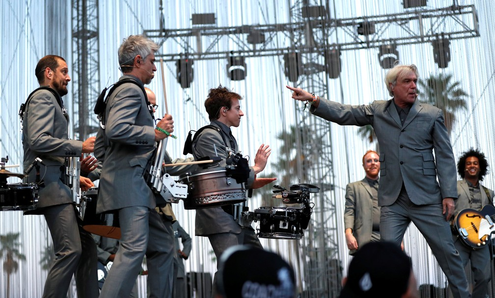 O músico escocês-americano David Byrne, fundador do Talking Heads, se apresenta no Coachella 2018 (Foto: Mario Anzuoni/Reuters)