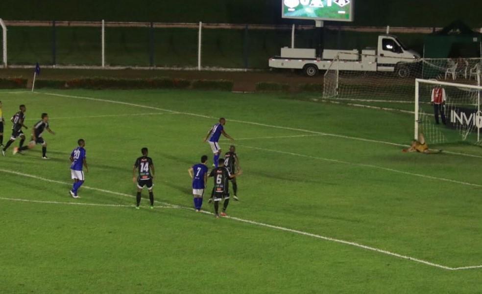 Júnior Juazeiro marcou o gol de empate aos 42 minutos do segundo tempo (Foto: Júlio Tábile/SinopFC)