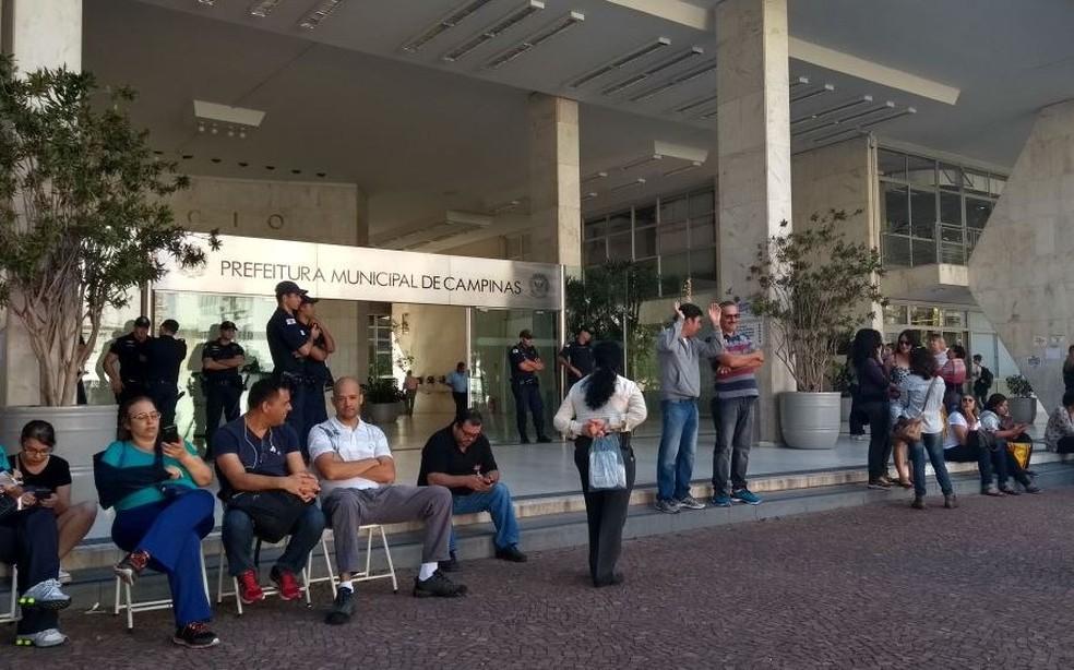Prefeito disse que vai descontar dias parados de quem aderir á greve (Foto: Murillo Gomes/G1)