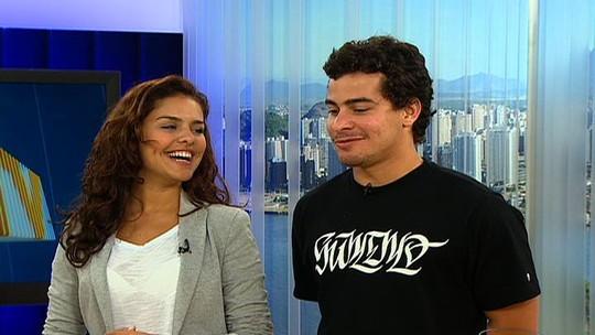 Thiago Martins e Paloma Bernardi encenam o amor em Vitória, ES