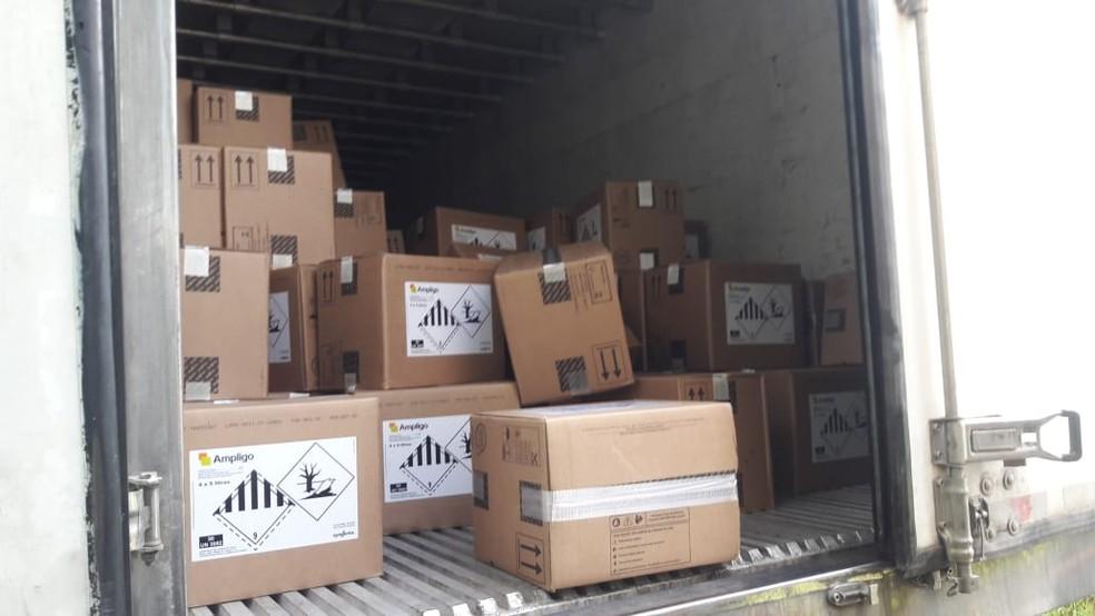 Carga roubada ainda estava no caminhão apreendido pela Polícia Militar, em Pilar do Sul (SP) — Foto: Polícia Militar/Divulgação