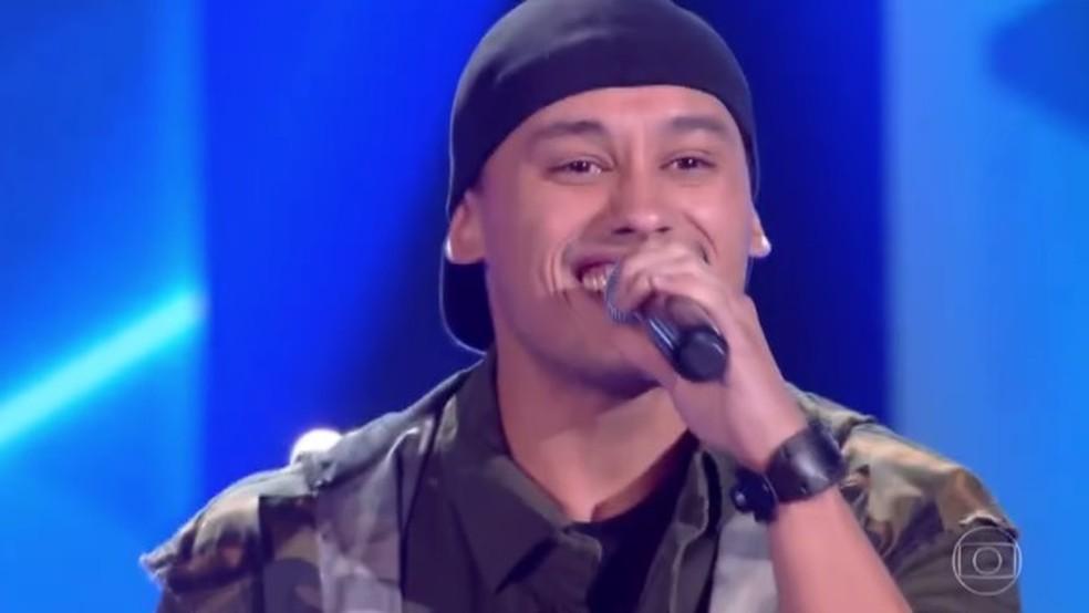 Maranhense Kelvin Bruno canta 'Quero Ser Feliz Também' no The Voice Brasil (Foto: TV Globo)