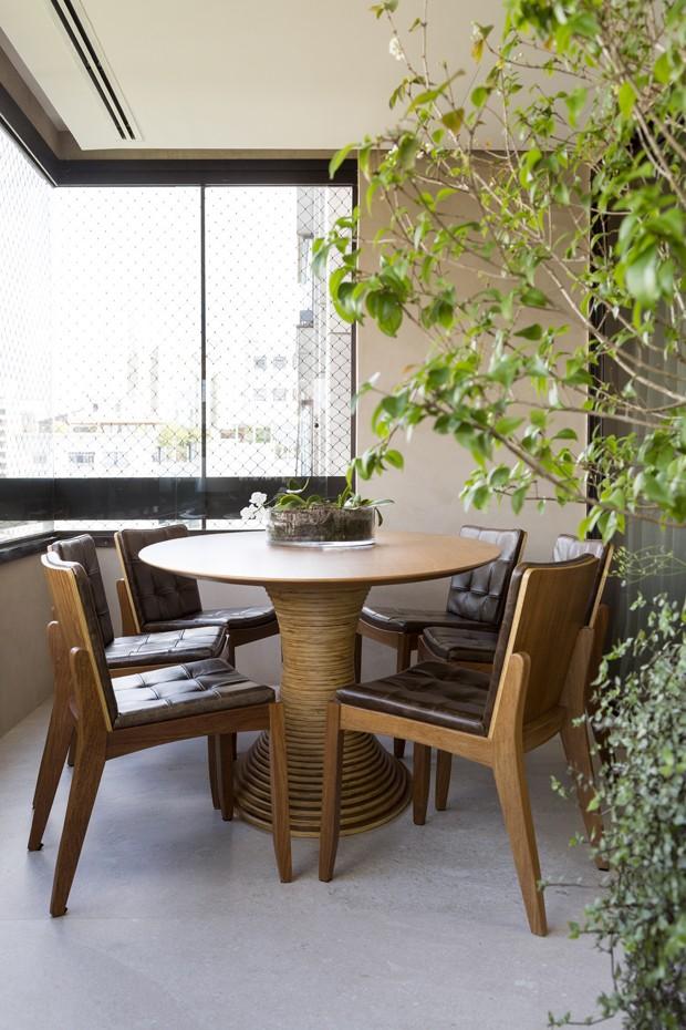 Reforma amplia os espaços e adiciona pontos de cor ao estar (Foto: Julia Ribeiro)