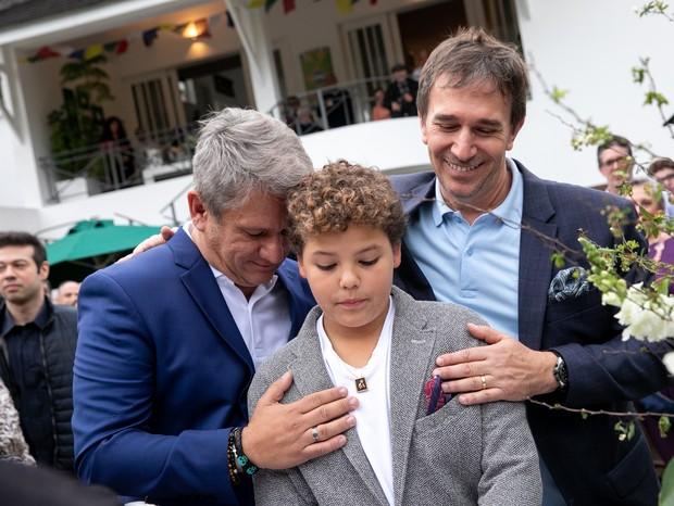 Marcelo Sampaio, o filho Manoel e Eduardo Indig (Foto: Nellie Solitrenick)