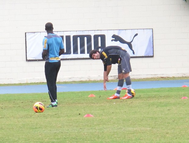 Seedorf e Bruno Mendes (Foto: Thales Soares)
