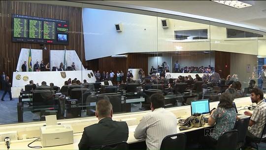 Governo alivia cortes no orçamento após participação de professores em sessão da ALEP