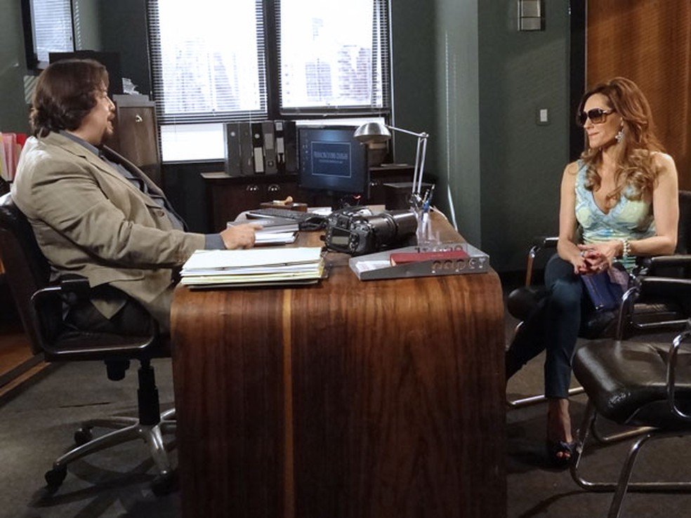 Tereza Cristina contrata detetive particular para investigar Griselda em 'Fina Estampa' — Foto: Globo