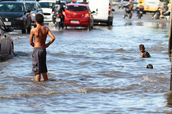 Chuvas causaram alagamentos no Recife em abril (Foto: Marlon Costa/Pernambuco Press)