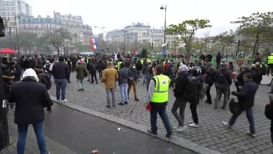 Manifestantes 'coletes amarelos' voltam às ruas de Paris