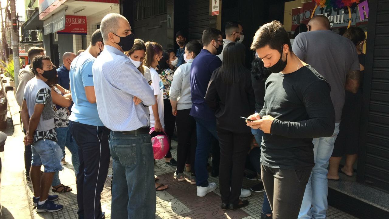 Clientes reclamam de atraso na entrega de celulares comprados em lojas de Volta Redonda e Barra Mansa