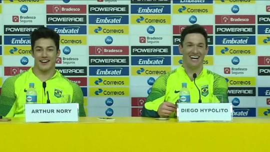 Diego Hypólito e Arthur Nory comemoram prata e bronze na ginástica no solo