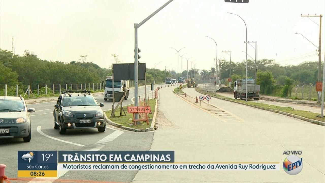 Motoristas reclamam de congestionamento em trecho da Avenida Ruy Rodriguez, em Campinas