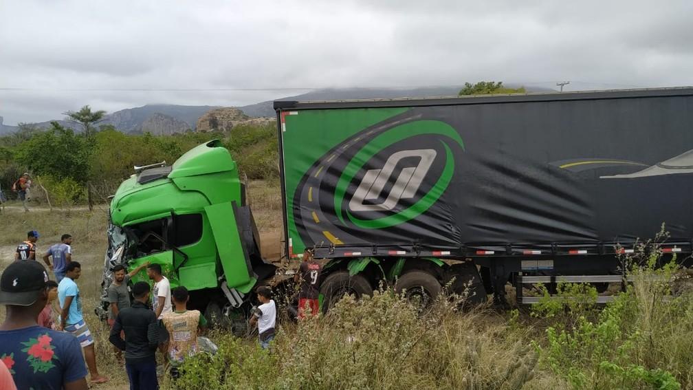 Conforme a nota divulgada pela produção do cantor, neste domingo (7), as vítimas estavam em um caminhão contratado para transportar os equipamentos da banda — Foto: Carlos Quintino /Blog A Voz é Aqui
