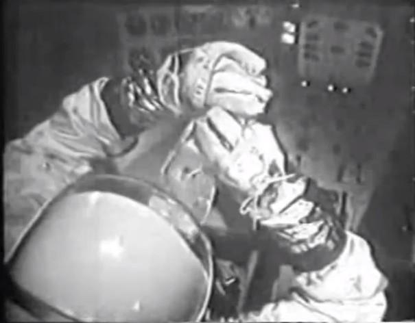 Astronauta tomando bebida em propaganda de Tang