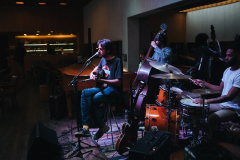 Pocket show de Rubel no Baretto, o bar do fasano
