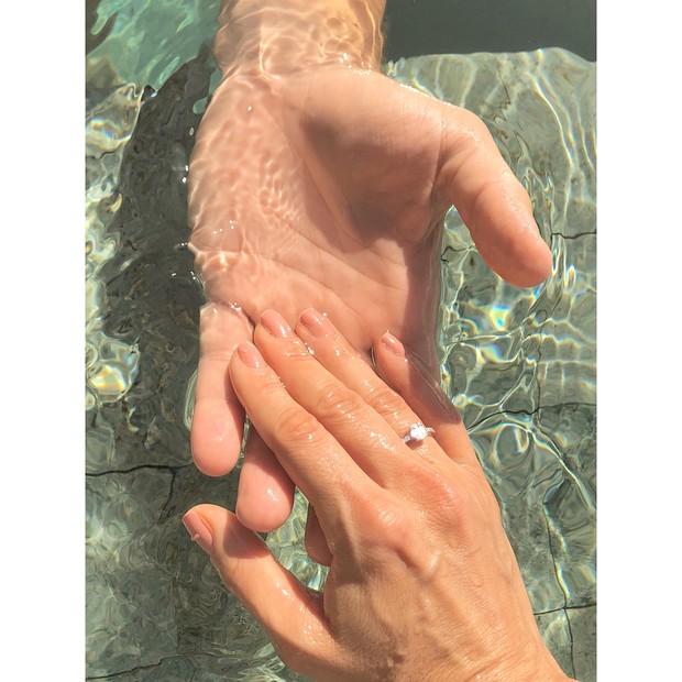 Anel de noivado de Karina Bacchi (Foto: Reprodução/Instagram)