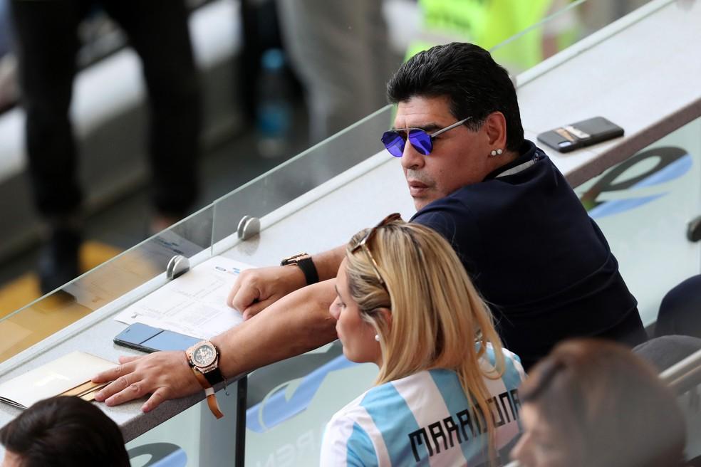 Maradona durante a partida (Foto: Catherine Ivill/Getty Images)