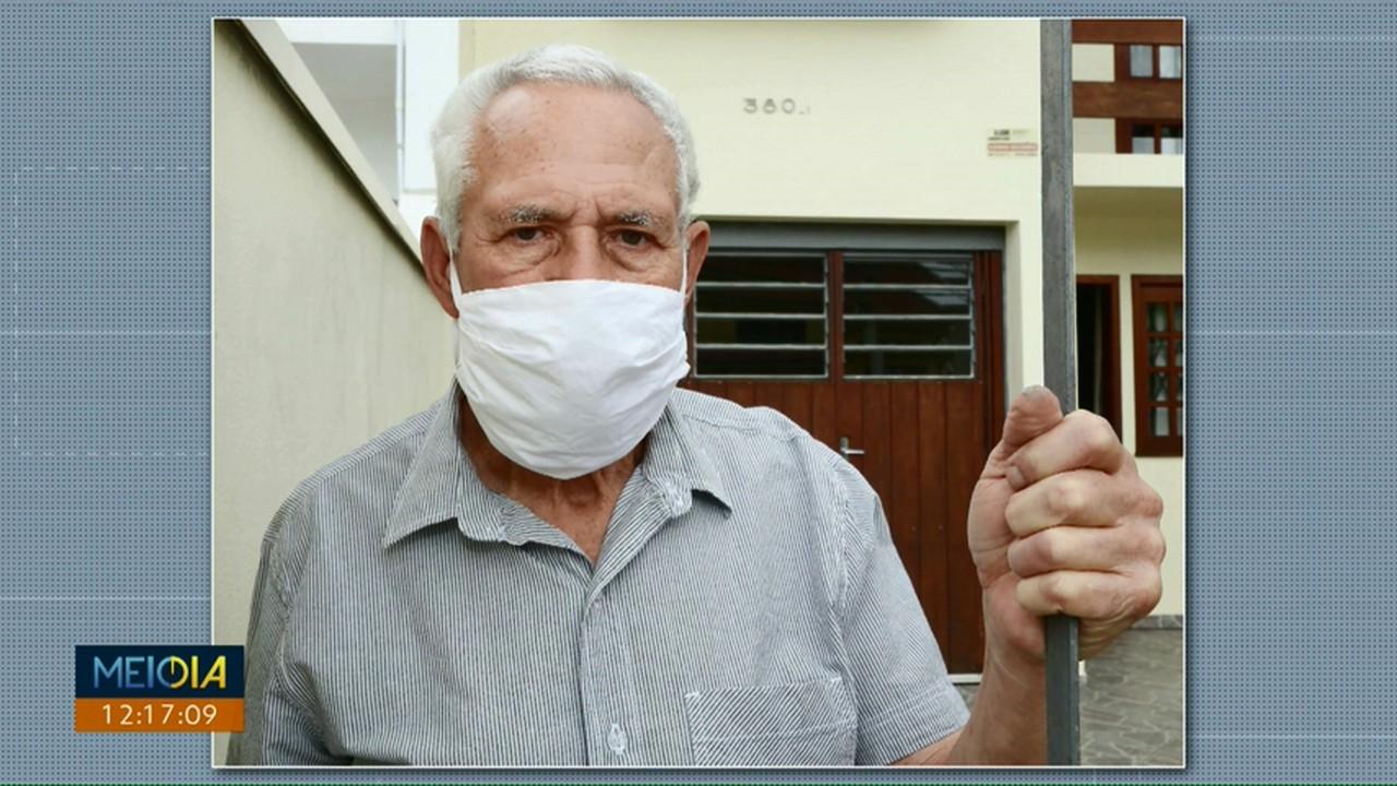 Com medo do coronavírus, idosos estão indecisos se vão ou não sair de casa para votar
