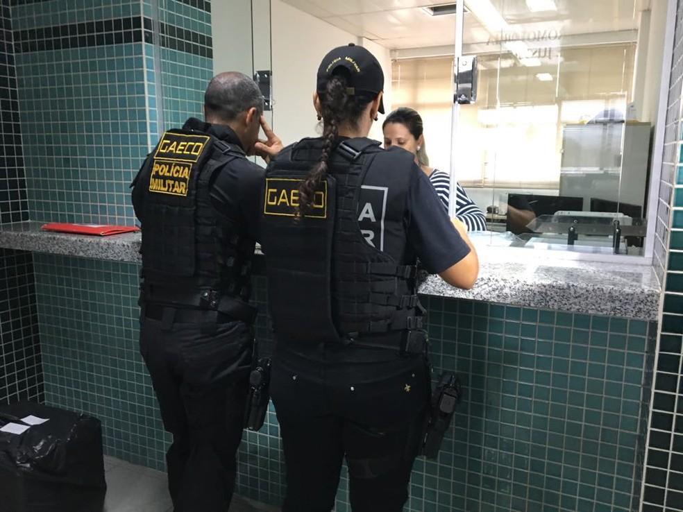 Materiais apreendidos na operação são entregues no Ministério Público de MS (Foto: Osvaldo Nóbrega/TV Morena)