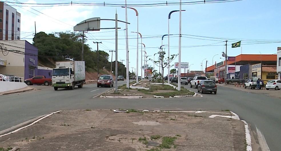 André foi abordado pelos assaltantes ao parar em sinal na Avenida Jerônimo de Albuquerque, em São Luís (Foto: Reprodução/TV Mirante)