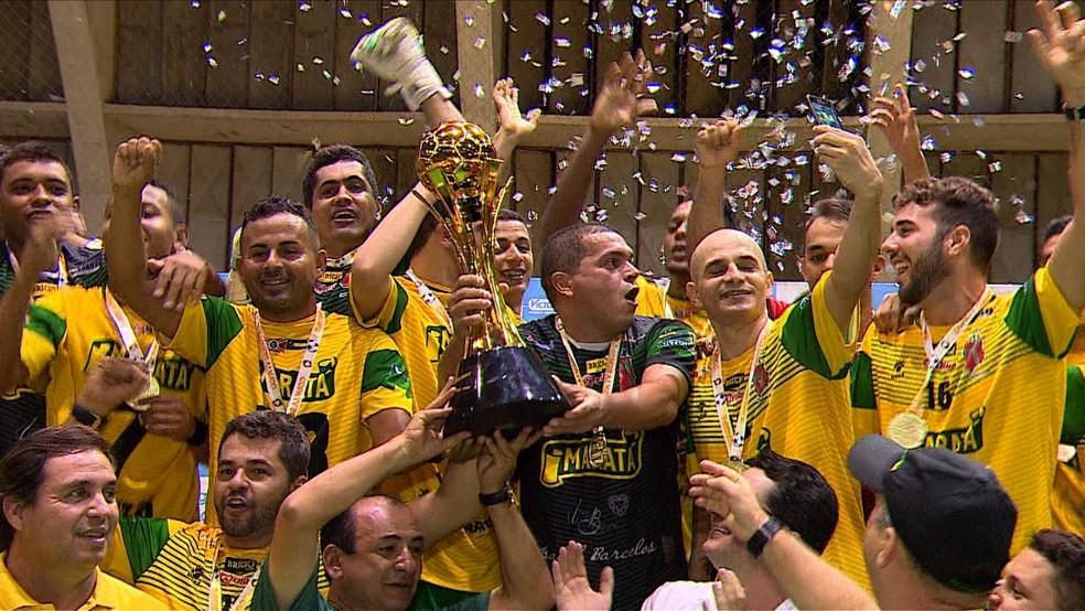 Capitão Rogério conquista quarto título de Copa TV Sergipe (Foto: Reprodução/ TV Sergipe)