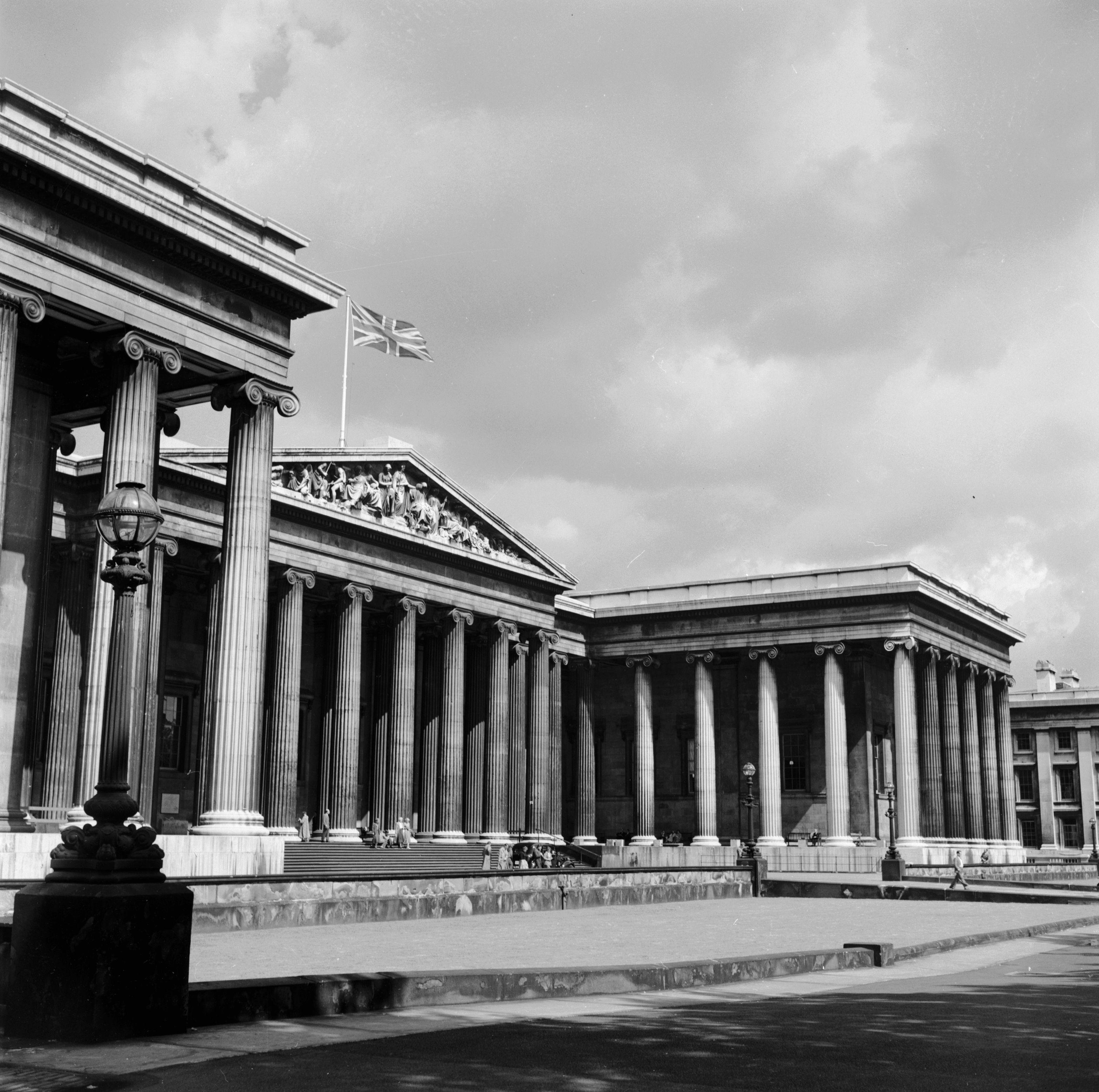 Museu Britânico incluiu em exposição obra infiltrada pelo artista Banksy (Foto: Getty Images)