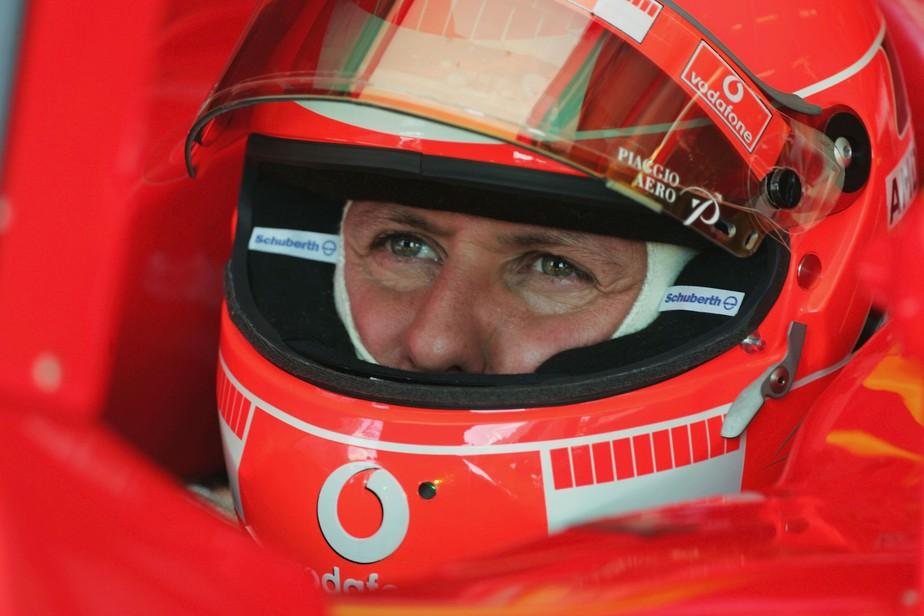 Sob forte esquema de segurança, Michael Schumacher dá entrada em hospital de Paris, diz jornal