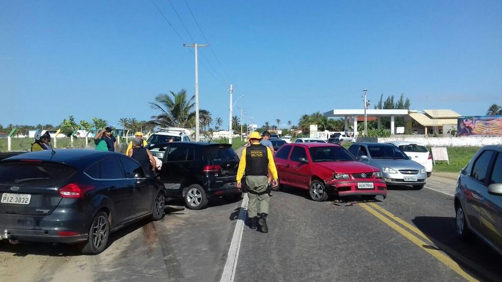 Colisão envolveu três veículos em Luís Correia (Foto: Lucas Marreiros/G1)